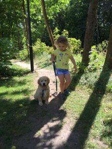Spacer dziecka z psem