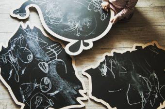 Drewniane dekoracje – tablice kredowe